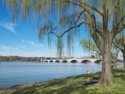 Potomac River & bridge to Arlington