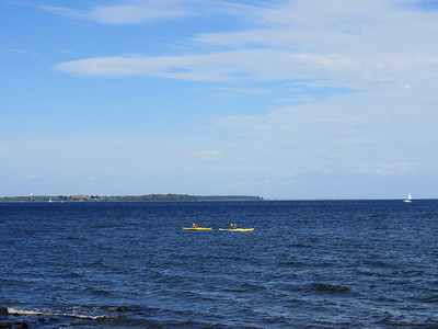 two kayaks going by, October 7, 2017
