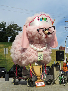 Fifi,  commonly seen in the Kinetic Sculpture Race, was presiding over the pet parade