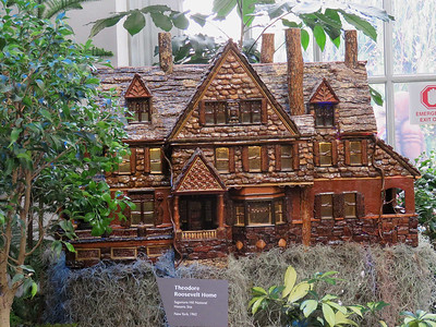 model of the Theodore Roosevelt home, 2016 Christmas train display