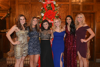 Photo of the Class of 2021 spending time together at the 2018 Snowball.
