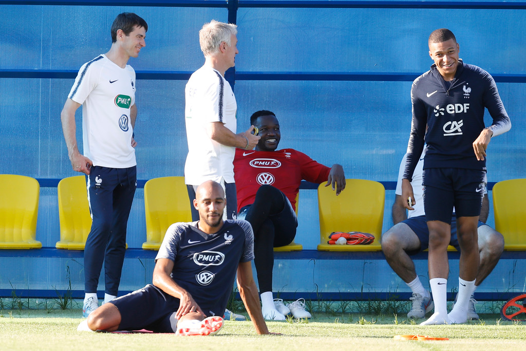 . France headcoach Didier Deschamps jokes with Kylian Mbappe during a training session at the 2018 soccer World Cup in Glebovets, Russia, Thursday, July 12, 2018. (AP Photo/David Vincent)