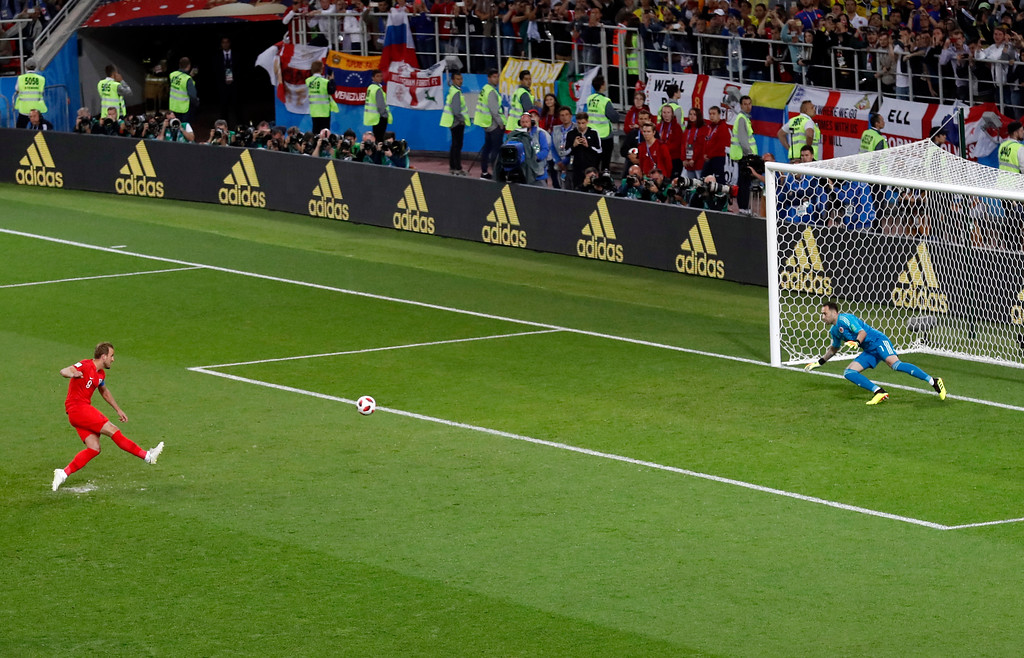 . England\'s Harry Kane, left, scores the opening goal from the penalty spot during the round of 16 match between Colombia and England at the 2018 soccer World Cup in the Spartak Stadium, in Moscow, Russia, Tuesday, July 3, 2018. (AP Photo/Antonio Calanni)