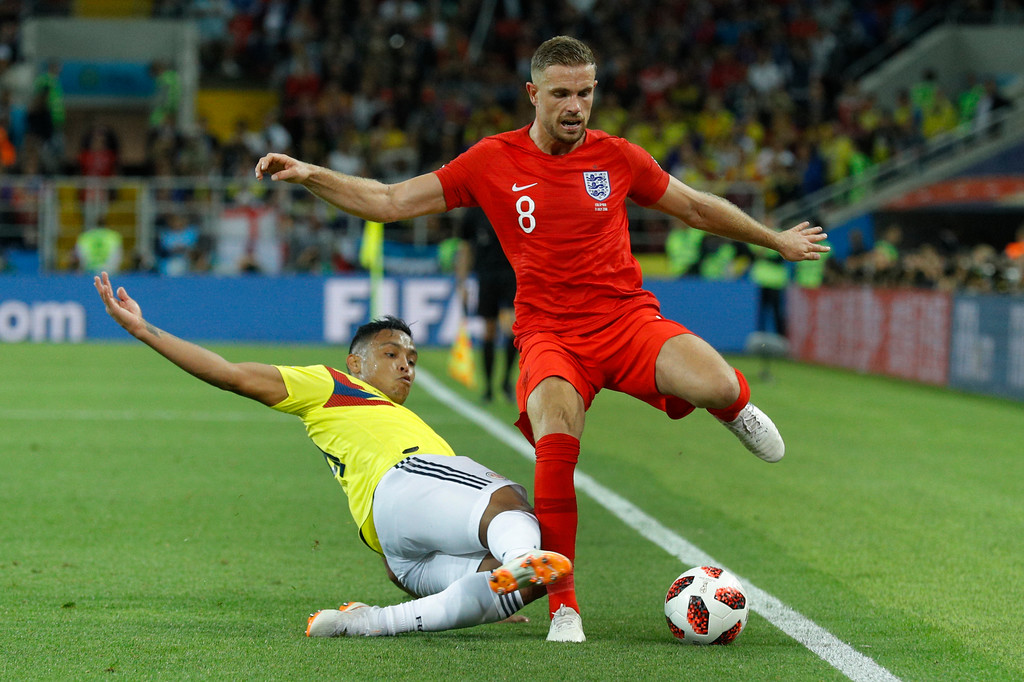. England\'s Jordan Henderson, right, vies for a ball with Colombia\'s Luis Muriel during the round of 16 match between Colombia and England at the 2018 soccer World Cup in the Spartak Stadium, in Moscow, Russia, Tuesday, July 3, 2018. (AP Photo/Victor R. Caivano)