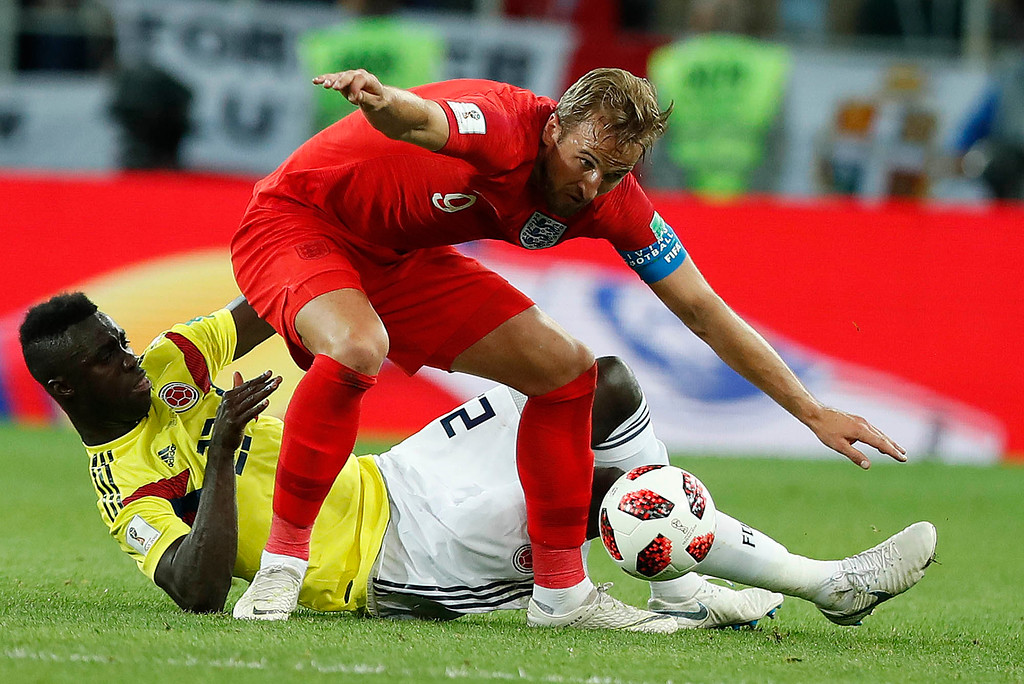 . Colombia\'s Davinson Sanchez, bottom, and England\'s Harry Kane challenge for the ball during the round of 16 match between Colombia and England at the 2018 soccer World Cup in the Spartak Stadium, in Moscow, Russia, Tuesday, July 3, 2018. (AP Photo/Alastair Grant)