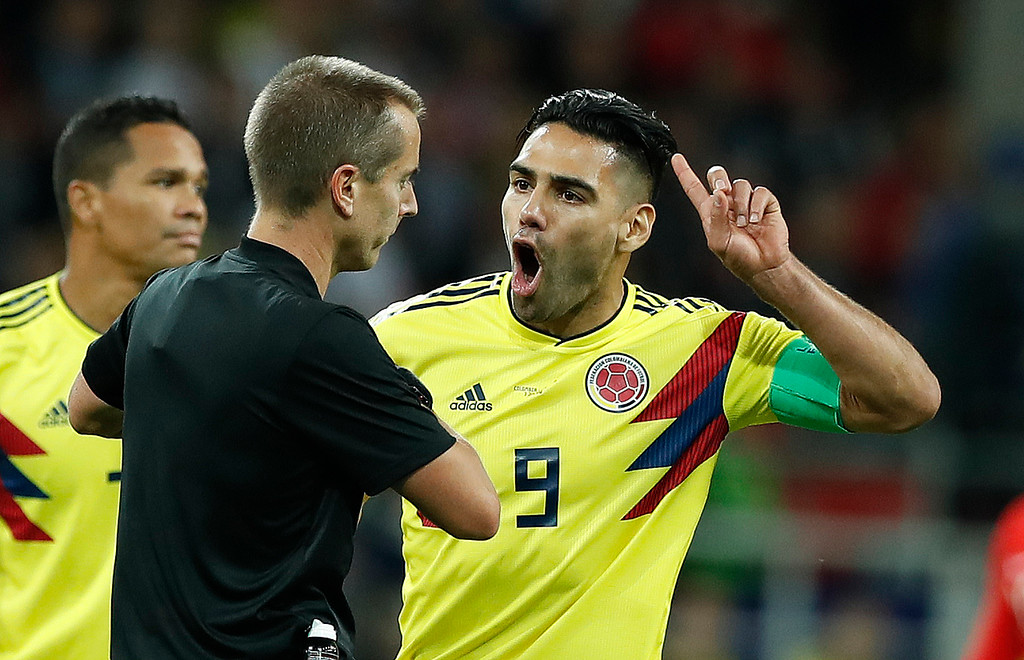 . Colombia\'s Radamel Falcao, right, shouts at referee Mark Geiger from the US during the round of 16 match between Colombia and England at the 2018 soccer World Cup in the Spartak Stadium, in Moscow, Russia, Tuesday, July 3, 2018. (AP Photo/Alastair Grant)