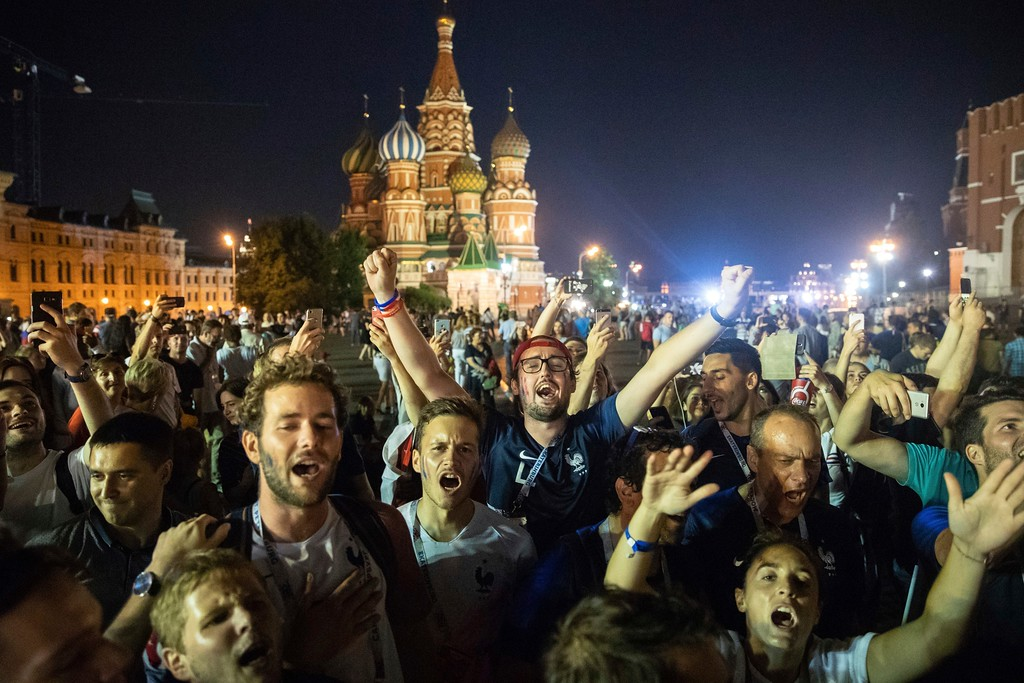 . France\'s soccer fans sing their national anthem in Red square, with the St. Basil\'s Cathedral in the background, after France won the final match between France and Croatia at the 2018 soccer World Cup in the Luzhniki Stadium in Moscow, Russia, Sunday, July 15, 2018. (AP Photo/Pavel Golovkin)