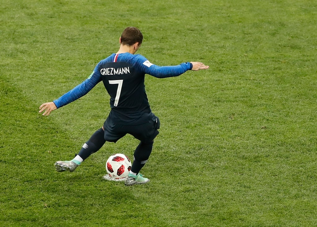 . France\'s Antoine Griezmann scores his side\'s second goal from the penalty spot past Croatia goalkeeper Danijel Subasic, right, during the final match between France and Croatia at the 2018 soccer World Cup in the Luzhniki Stadium in Moscow, Russia, Sunday, July 15, 2018.(AP Photo/Frank Augstein)