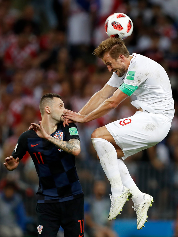 . England\'s Harry Kane, right, challenges for the ball Croatia\'s Marcelo Brozovic, left, during the semifinal match between Croatia and England at the 2018 soccer World Cup in the Luzhniki Stadium in Moscow, Russia, Wednesday, July 11, 2018. (AP Photo/Francisco Seco)