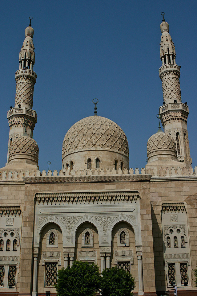 The Grand Mosque in Dubai has the tallest towers (minarets).