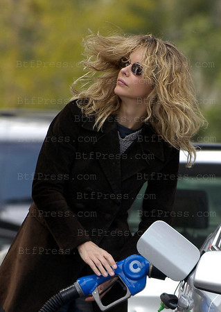 Meg Ryan refuel her new BMW.