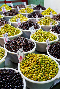 Olives for sale in Souq Bab As-Srijai.