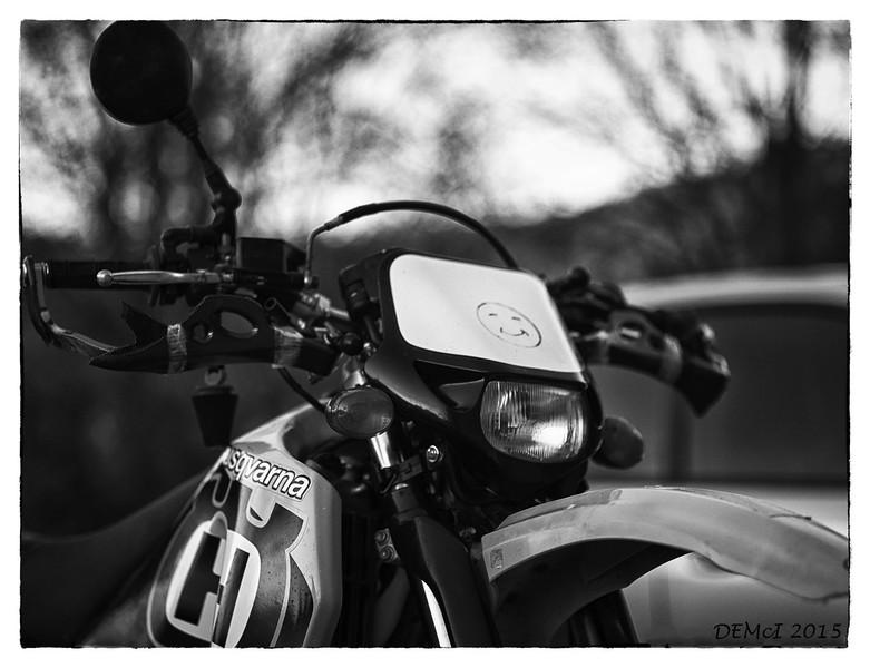 P67 105 f2.4 lens: apertures f2.4 - f4