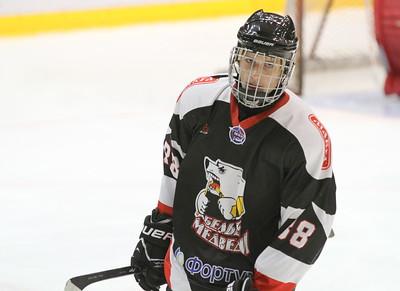 Нападающий молодежной челябинской команды МХЛ Белые медведи Семен Афонасьевский отметился двумя заброшенными шайбами в матче за юниорскую сборную России