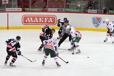 Молодежная челябинская команда МХЛ Белые медведи проиграла в Казани местному Барсу со счетом 1:4