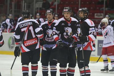 Молодежная челябинская команда МХЛ Белые медведи выиграла у Авто из Екатеринбурга со счетом 4:0.