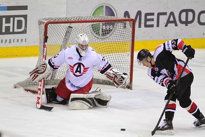 Молодежная челябинская команда МХЛ Белые медведи выиграла у Авто из Екатеринбурга со счетом 4:1.