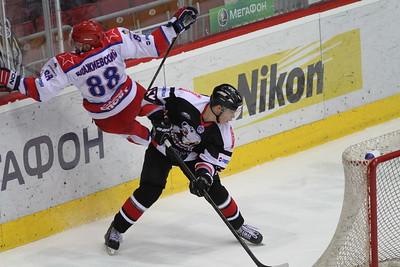 Нападающий челябинской молодежной команды МХЛ Александр Шаров прокомментировал в интервью 74hockey.ru победу своей команды над Красной армией.