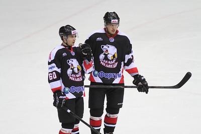Официальный сайт хоккейного клуба Трактор сообщил о проведении товарищеского матча по футболу между молодежной командой Белые медведи и болельщиками.