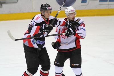 Молодежная челябинская команда МХЛ Белые медведи одержала победу в овертайме в Омске.
