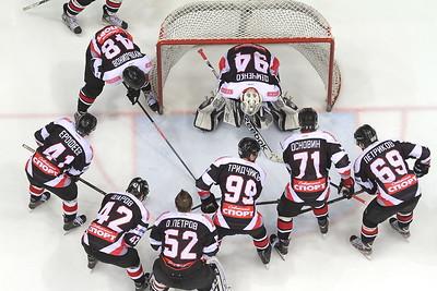 Молодежная челябинская команда МХЛ Белые медведи выиграла в Тольятти у местной Ладьи со счетом 6:3 и вышла в следующий раунд плей-офф.