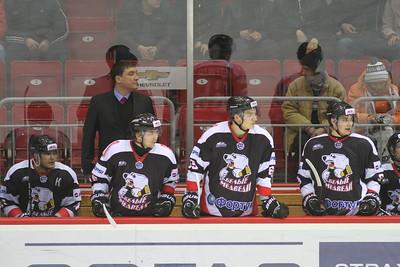 Молодежная челябинская команда МХЛ Белые медведи выиграла у казанского Барса в серии буллитов со счетом 3:2