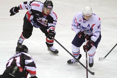 Молодежная челябинская команда МХЛ Белые Медведи выиграла первый матч в плей-офф у тольяттинской Ладьи со счетом 4:2