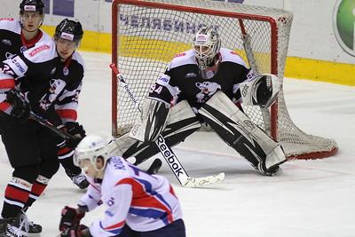 Молодежная челябинская команда МХЛ Белые медведи выиграла второй матч серии плей-офф у тольяттинской Ладьи.