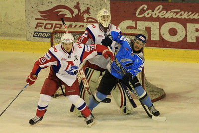 В первенстве Молодежной хоккейной лиги челябинский Мечел уступил ярославской команде Локо-Юниор со счетом 0:4.