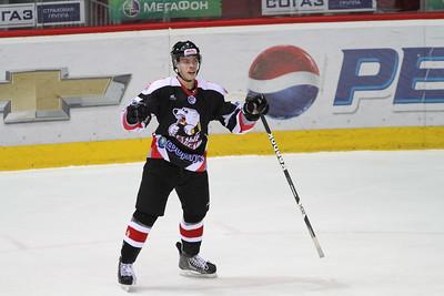 Нападающий челябинской молодежной команды МХЛ Белые медведи Александр Шаров прокомментировал в интервью 74hockey.ru победу своей команды над Омскими ястребами