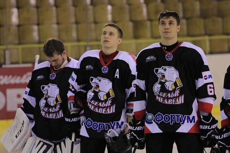 Молодежная челябинская команда МХЛ Белые медведи обыграла Омских ястребов со счетом 2:1