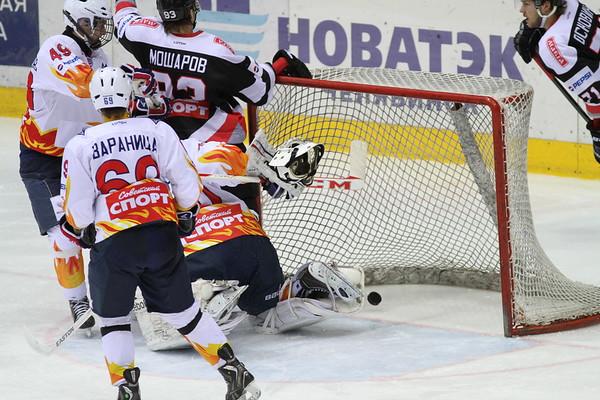 Денис Мошаров забивает второй гол