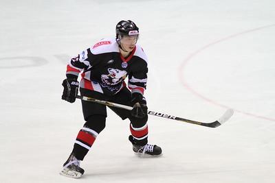 Нападающий челябинской молодежной команды МХЛ Белые медведи Александр Шаров прокомментировал в интервью 74hockey.ru победу своей команды над Стальными лисами из Магнитогорска.