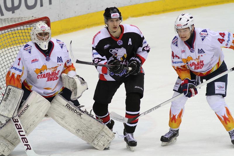 Молодежная челябинская команда МХЛ Белые медведи начала с победы второй раунд плей-офф