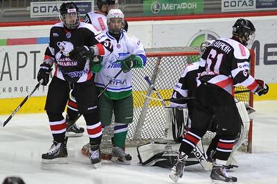 Молодежная челябинская команда МХЛ Белые медведи обыграла на своем льду уфимский Толпар со счетом 5:3