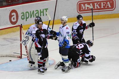 Молодёжная челябинская команда МХЛ Белые медведи одержала очередную победу. Команда Анвара Гатиятулина выиграла одиннадцатый матч подряд.