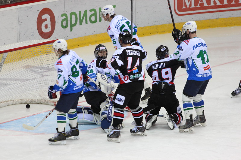 Молодёжная челябинская команда МХЛ Белые медведи дважды обыграла Олимпию в Кирово-Чепецке.