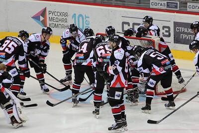 Молодежная челябинская команда МХЛ Белые медведи выиграла у нижнекамского Реактора со счётом 4:1.