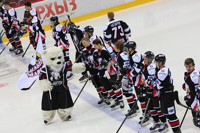Челябинская молодежная команда МХЛ Белые медведи выиграла с крупным счётом у нижнекамского Реактора на своем льду.