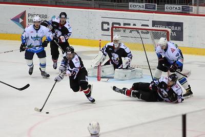 Молодежная челябинская команда МХЛ Белые медведи выиграла у Олимпии из Кирово-Чепецка о счётом 10:3.