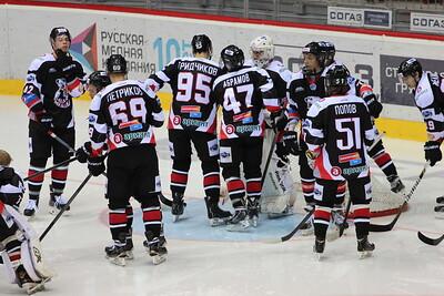 Молодежная челябинская команда МХЛ Белые медведи одержала две победы в Оренбурге.