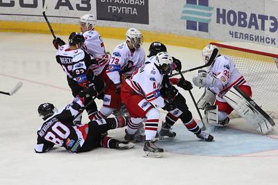 Молодежная челябинская команда МХЛ Белые медведи проиграла в Екатеринбурге Авто со счётом 3:5.