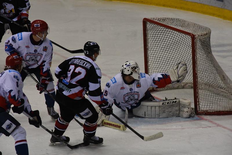 Челябинская молодежная команда МХЛ Белые медведи выиграла в повторном матче у Белых тигров из Оренбурга.