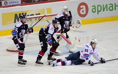 Молодежная челябинская команда МХЛ Белые медведи выиграла у нижегородского Чайки со счётом 5:4.