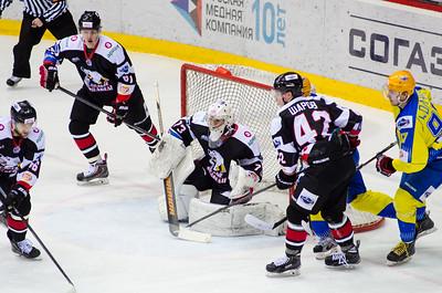 Молодежная челябинская команда МХЛ Белые медведи уверенно выиграла у команды Челны со счётом 6:1.