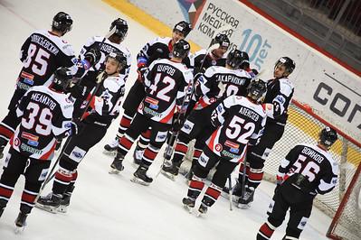 Челябинская молодёжная команда МХЛ Белые медведи уверенно выиграла у Мамонтов Югры со счётом 5:1.