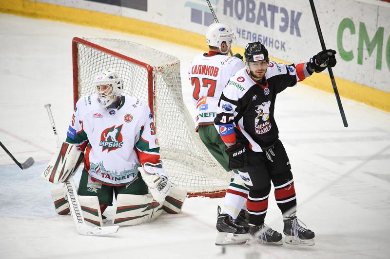 Челябинская молодежная команда МХЛ Белые медведи во второй раз подряд обыграла казанский Ирбис.