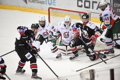 Молодёжная челябинская команда МХЛ Белые медведи одержала первую победу в 2015-м году.