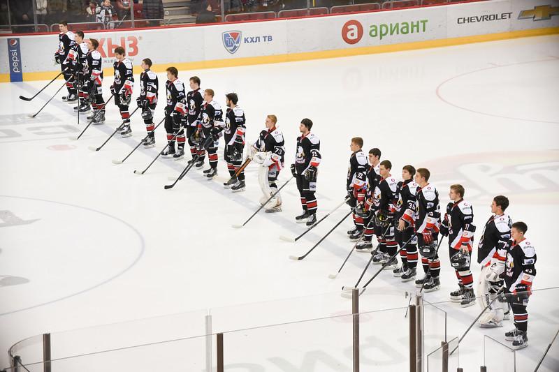 Молодёжная челябинская команда МХЛ Белые медведи дважды выиграла у Нижнем Новгороде у местной Чайки.