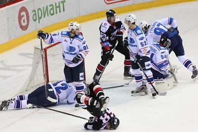 Челябинская молодежная команда МХЛ Белые медведи провела два матча в Тольятти против местной Ладьи и оба раза проиграла.